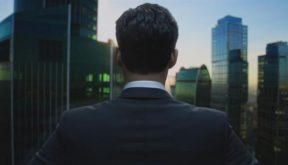 Incorporated - Intrigante Série Criada por Ben Affleck e Matt Damon!  - Ela Veste Preto...